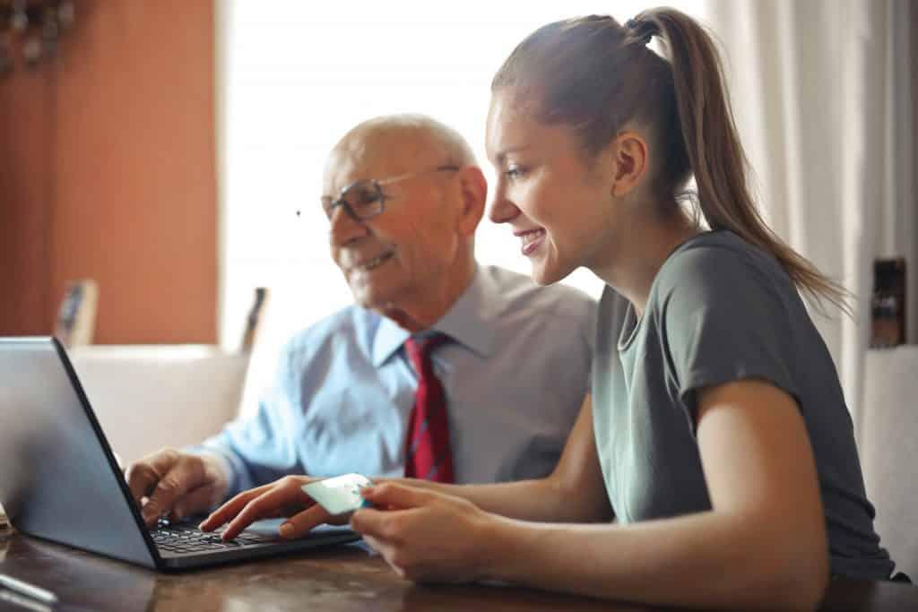 A webshop legyen egyszerű, hogy az idősek is el tudjanak vásárolni.
